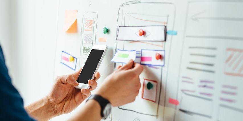 طراحی UI/UX در توسعه ی اپلیکیشن های موبایل چه اهمیتی دارد؟